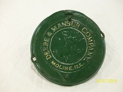 Vintage Antique Cast Iron Deere & Mansur Company corn seed box lid and cover
