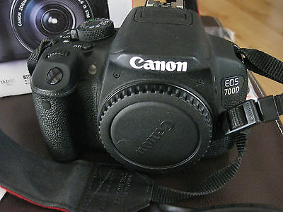 Canon EOS 700D SLR-Digitalkamera Kit EF-S 18-135 mm 1:3,5-5,6 IS STM