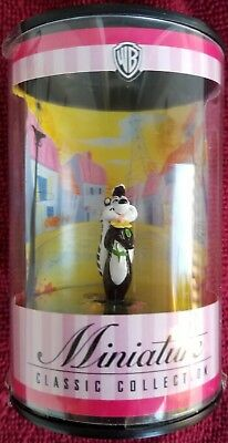 NIB-Pepe Le Pew-Figurine-Warner Brothers Miniature Classic Collection