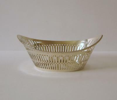 An Ornate Solid Silver Boat Shaped Bowl 70 Grams