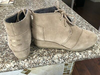 0e3b1b865d1 Toms girls 1.5 Desert Taupe Suede Lace Up Wedge Ankle Boots Shoes EUC free  ship