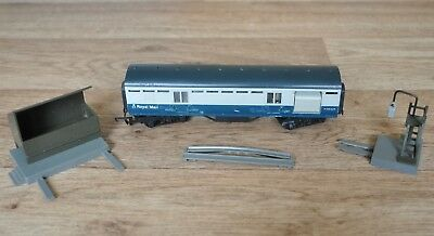 """Vintage Tri-ang Hornby """"00"""" Gauge Royal Mail Coach with pick-up and drop-off"""