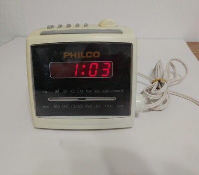 Vintage Philco Cube  AM FM Clock Radio Model 555K with FREE SHIPPING