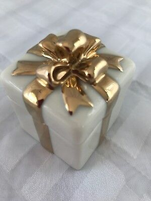 Lenox Small Ivory Gold Bow Porcelain Present /Gift /Trinket /Ring /Jewelry Box