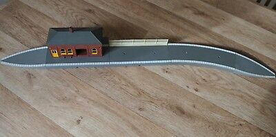"""Vintage Tri-ang Hornby """"00"""" Gauge Seven piece curved Station and station office"""