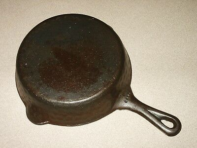 Vtg Cast Iron Skillet Hammered Finish No. 5 Frying Pan Camping Cookware 4 Dot