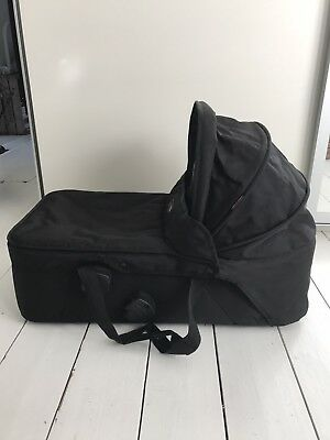 Mountain Buggy carrycot For Urban Jungle