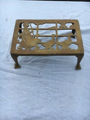 Large Brass Kettel Stand With A Dutch Sean