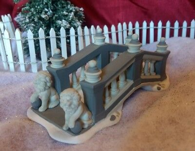 Department / Dept 56 - Christmas Village - Lionhead Bridge 58645 collectible acc