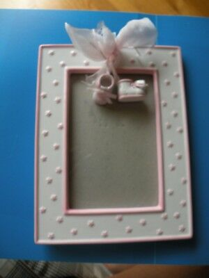 BABY'S PHOTO FRAME WITH TWO HANGING BOOTIES baby shoes Girl Pink L7