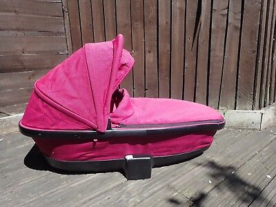 Quinny Foldable Carrycot in Fuschia Pink - Buzz / Moodd
