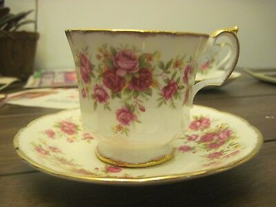 """English Elizabethan """"Queens Rose"""" teacup with saucer from England"""