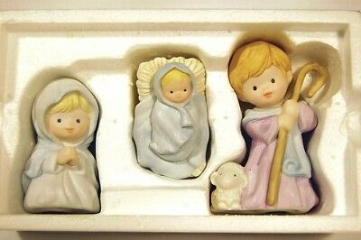 Avon 1986 Heavenly Blessings Nativity Collection THE HOLY FAMILY w/ Box