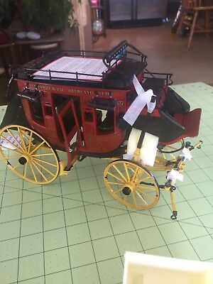 Franklin Mint 1/16 Scale Wells Fargo Overland Stage Coach with Luggage & Rifles