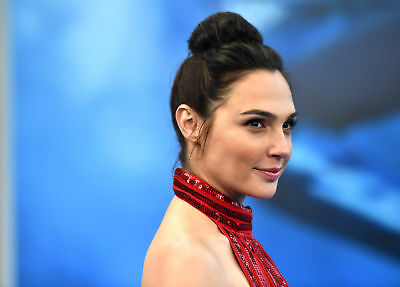 GLOSSY PHOTO PICTURE 8x10 Gal Gadot With High Hairstyle