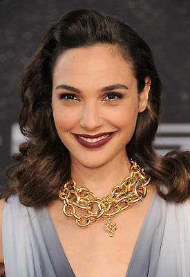 GLOSSY PHOTO PICTURE 8x10 Gal Gadot With Thick Gold Chain