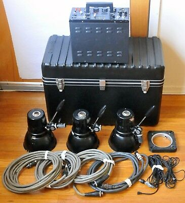 Comet LP-1200DX System Kits W/ 3 Flash Heads in Calumet Hard Case Working Order