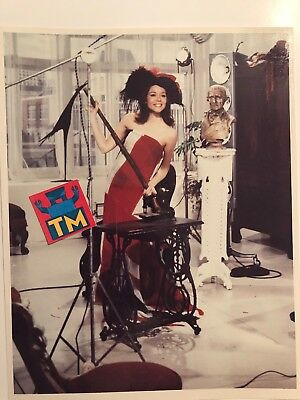 Diana Rigg - The Avengers - 8x10 Glossy Photo! - Buy 3, Get 1 FREE!
