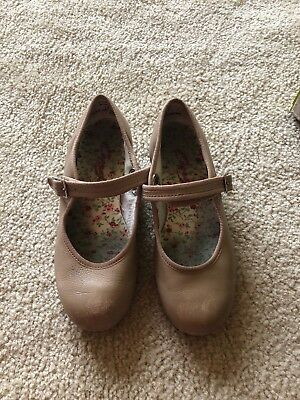 Capezio Tap Shoes, Tan Girls size 1 Lightly Used, Great Condition