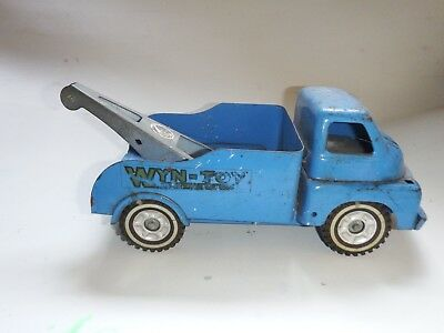 1950's 34cm long Wyn Toy Tin Tow Truck