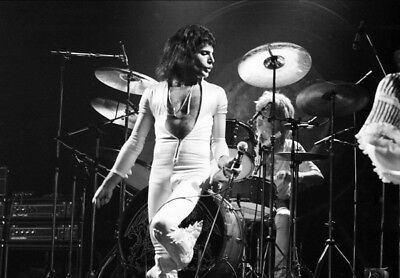 "Freddie Mercury UNSIGNED 6"" x 4"" photograph - Lead singer with Queen - M7306"