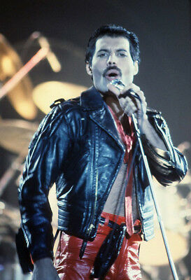 "Freddie Mercury UNSIGNED 6"" x 4"" photograph - Lead singer with Queen - M7361"