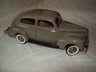 Danbury Mint 1940 Ford Tudor limited edition 4192/5000 with paperwork and box