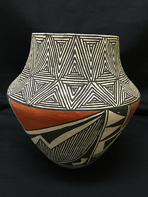 Wonderful Signed Acoma Pottery Vase