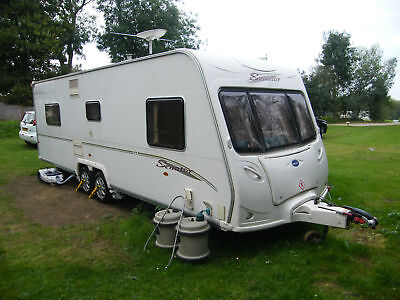 Superb Bailey Senator Louisiana S5 2005 Twin Axle Caravan With Fixed Island Bed