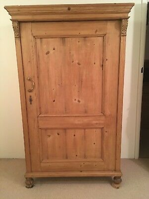 LATE 19th CENTURY ANTIQUE CONTINENTAL SOLID PINE WARDROBE.