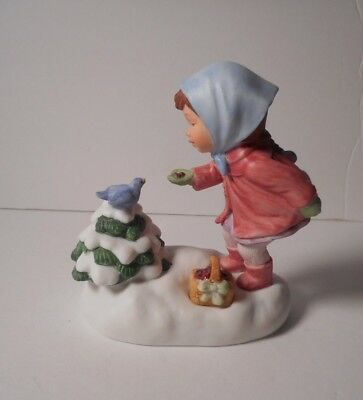 "Vintage 1986  AVON Musical Figurine ""We wish You a Merry Christmas""   Retired"