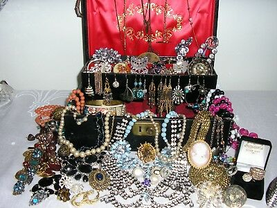 Mixed job lot of vintage / modern jewellery spares /repair / harvest