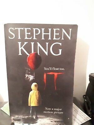 IT by Stephen King (Paperback, 2017)Jurassic Park (paperback) Michael Crichton