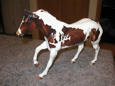 Peter Stone Running Pinto Horse w/striped hooves