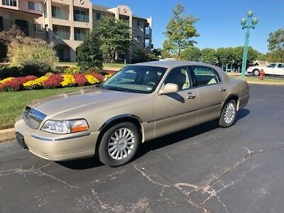 2005 Lincoln Town Car  2005 Lincoln Town Car - Nice Ride - NEW PRICE