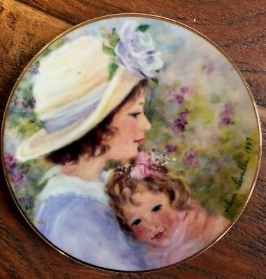 """Avon 1997 """"Tender Moments"""" Mothers Day Plate  22k gold trim  by Helene Leveillee"""
