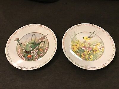 MARJOLEIN BASTIN Lot of 2 Plates With Wall Hangers