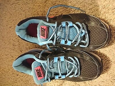 Nike dual fusion size 5 ladies trainers, in very good condition