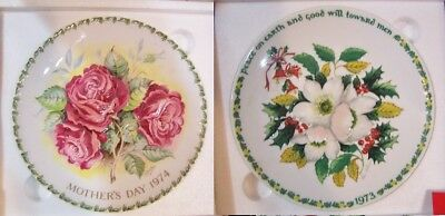 2 CROWN STAFFORDSHIRE Plaque Plates CHRISTMAS & AMERICANA ROSE wORIG BOXES new