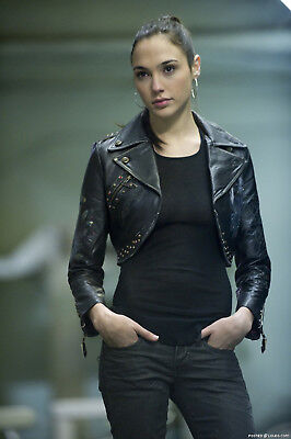 GLOSSY PHOTO PICTURE 8x10 Gal Gadot With Hands In The Pockets