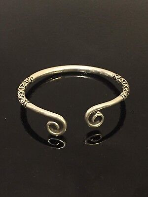 Vintage Sterling Silver bangle with detail