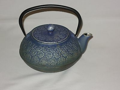 Japanese Cast Iron 26 oz. Blue Floral Leaf Teapot with Infuser Basket and lid