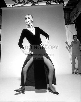 Actress Sharon Tate - 8X10 Publicity Photo (Rt352)