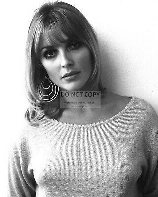 Actress Sharon Tate - 8X10 Publicity Photo (Rt361)