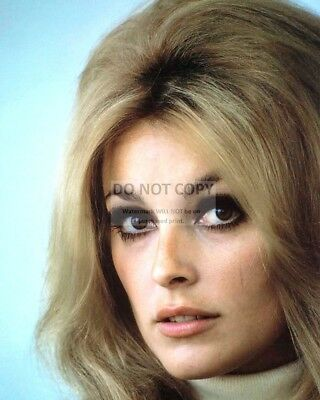 Actress Sharon Tate - 8X10 Publicity Photo (Rt362)