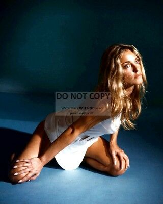 Actress Sharon Tate - 8X10 Publicity Photo (Rt363)