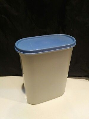Tupperware #1614 Sheer Modular Mates Oval With Blue Lid