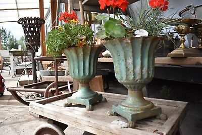 ⭐️Art Deco Pair Of Vintage Heavy Cast Iron Garden Urns. Great Size 29cm tall⭐️