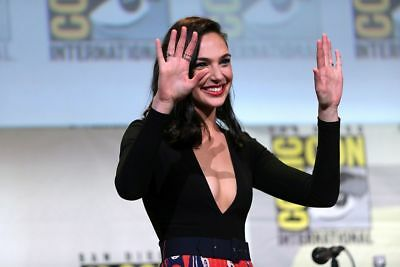 GLOSSY PHOTO PICTURE 8x10 Gal Gadot With Hands Up