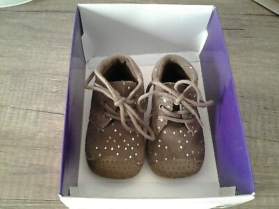 b49702dd52eaa CHAUSSURES BABYBOTTE Premiers pas neufs pointure 17 fille - EUR 15 ...